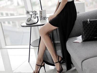 さらにはサイトの写真では外側のスカートはシフォン生地で向こうが透けてますが、手元に届いたものは薄いジャージ素材でした。わー良く伸びる。
